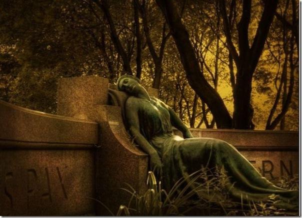 Esculturas no Cemitério (12)