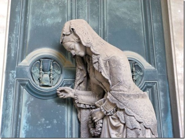 Esculturas no Cemitério (16)
