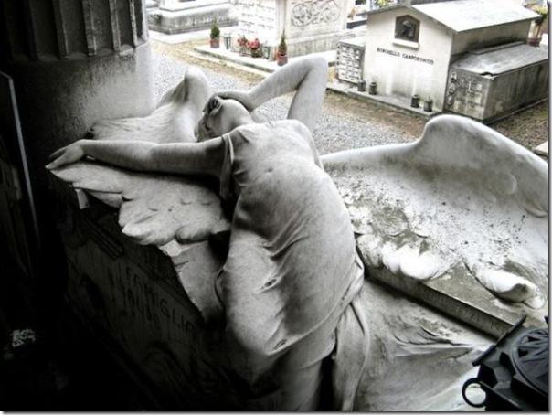 Esculturas no Cemitério (15)