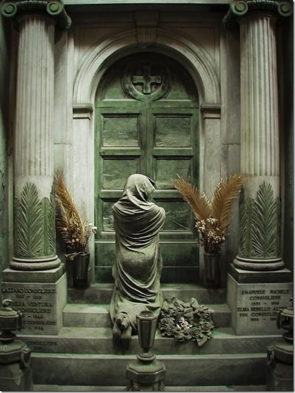 Esculturas no Cemitério