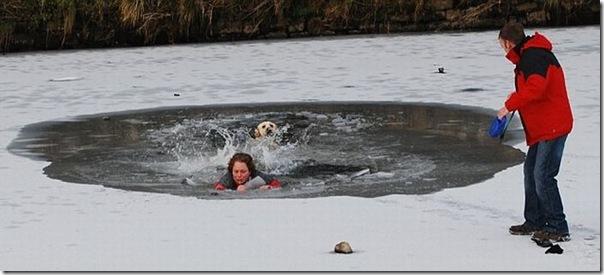 Um mulher quase morreu tentando salvar seu cão (1)