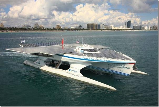 Catamarã com painéis solares (6)