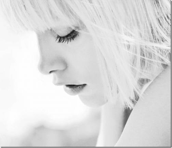 A beleza das garotas em fotos preto e branco (12)