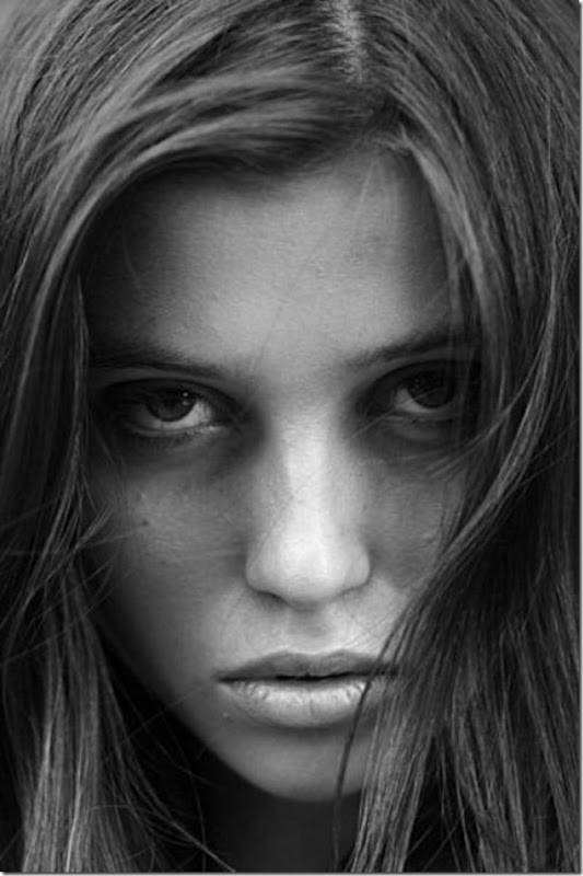 A beleza das garotas em fotos preto e branco