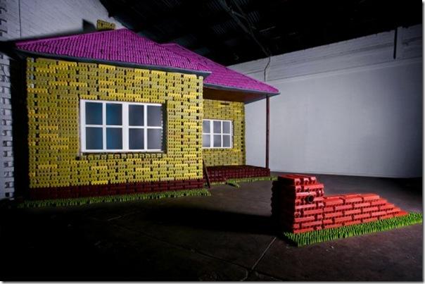 Casa feita com caixas de ovos
