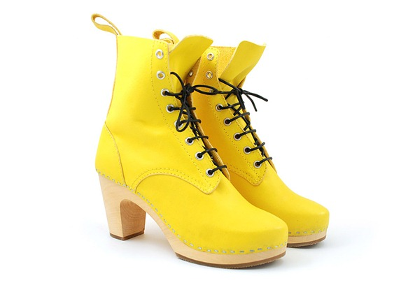 lace_up_yellow