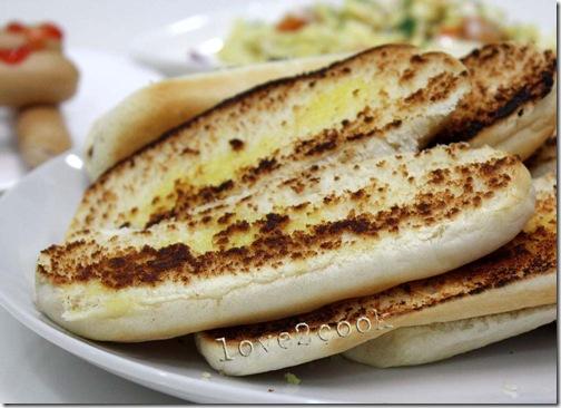 toasted hotdog bun