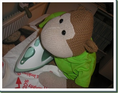 Monkey_Ironing_thumb[2]