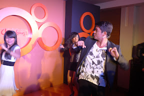 Jericho Rosales doing the chicken dance