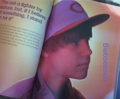 Justin Bieber has an earing