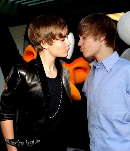 Justinbieber kissing Justin Bieber