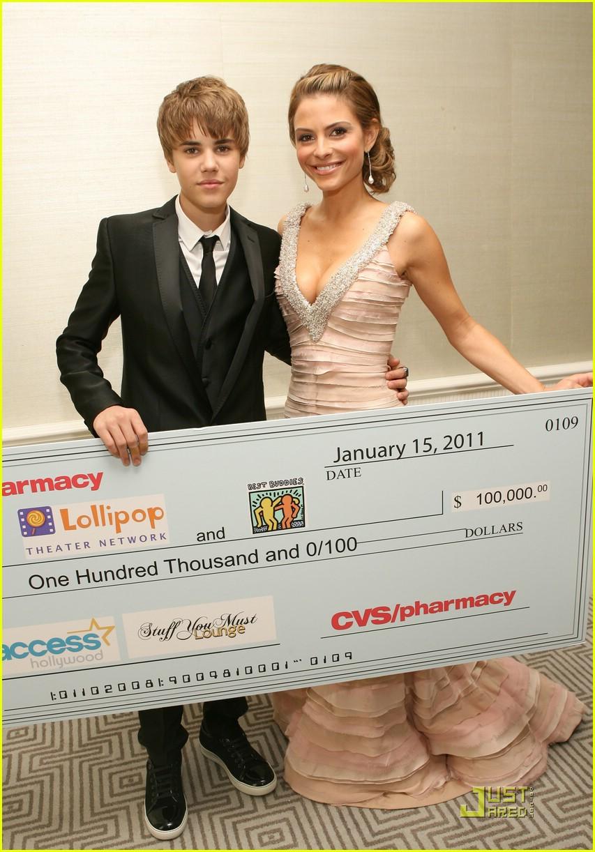 Justin Bieber kissing Maria Menounos 2011
