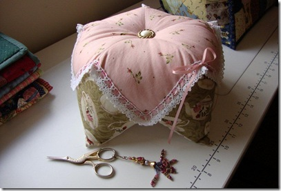 314) Sewing cushion for Jen