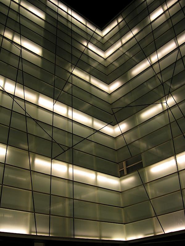 Detall del claustre de llum de l'auditori