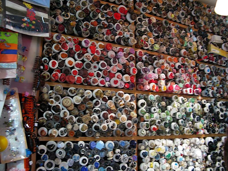 Tenda de botons a Ourense