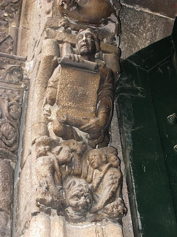 Detall de la porta de la catedral d'Ourense (III)