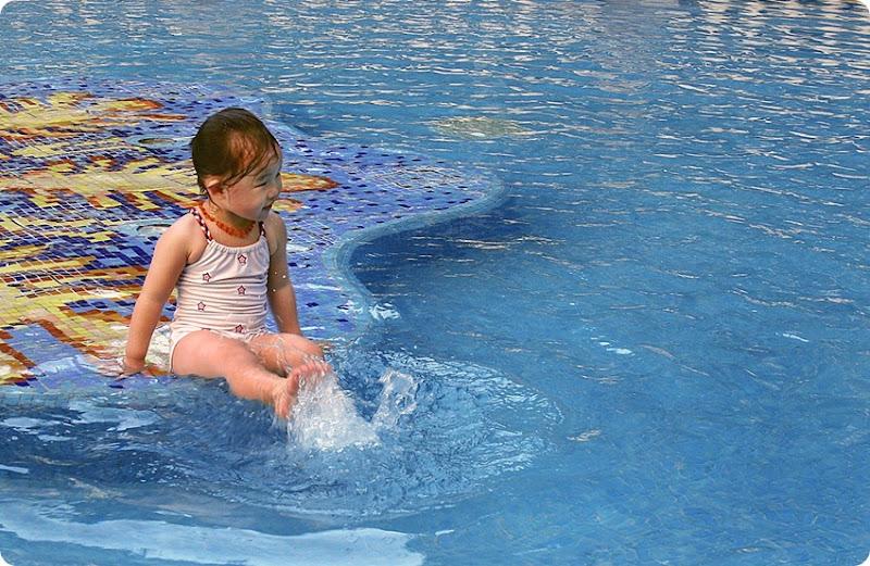 Zoe-pool1