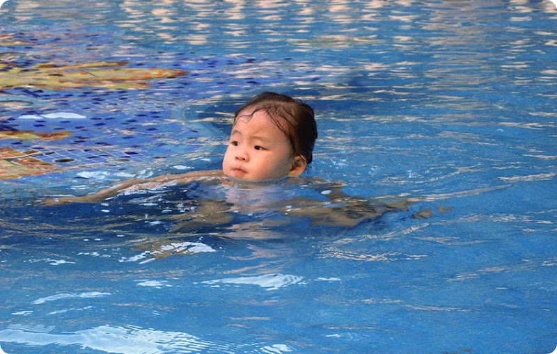 Zoe-pool3