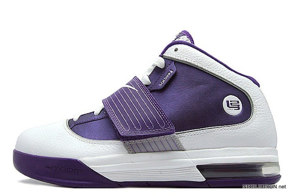Nike Zoom Soldier IV TB WMNS 8211 WhitePurple Sample New Photos