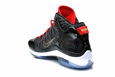 nike lebron 7 ps gr black white red 3 04 Nike LeBron 7 P.S. w/Zoom Air   Actual Photos   Black/White/Red