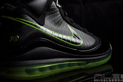 lebron7 black dunkman 65 web Air Max LeBron VII Black/Electric Green aka Dunkman Showcase