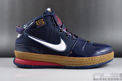 lebron6 the chalk 01 web The Chalk is Back! LeBron to Bring Back Pregame Powder Toss.