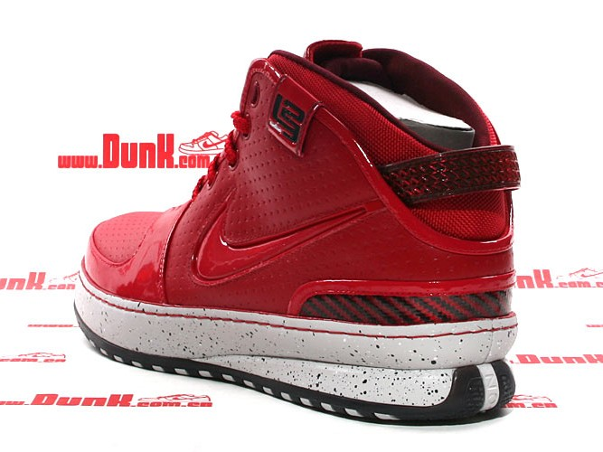 official photos c0796 4e0ca ... Big Apple NYC Exclusive Zoom LeBron Six Spotted in Asia ...