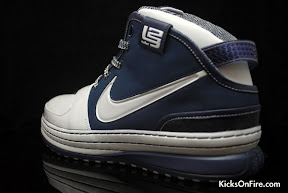 nike zoom lebron 6 gr white navy black 5 04 General Release Zoom LeBron VIs   Black   Navy   New Photos