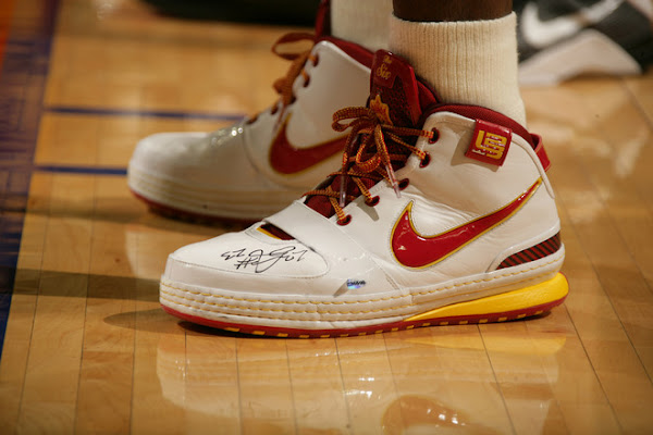 Nike Zoom LeBron VI Fairfax Home Player Exclusive Close Up