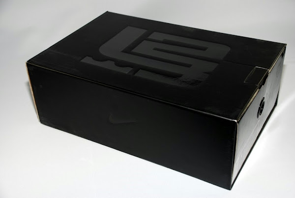 Unwrapping the Nike Zoom Soldier III from a ZLVI Drawer Box