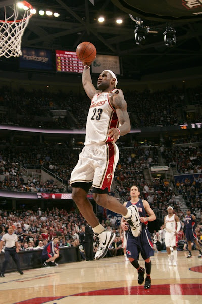 Amazing Encore 8211 LeBron and Co Cruise By Hawks in the Series Opener