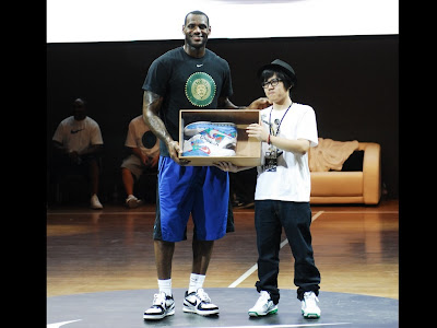 LeBron with Chinese shoe designer in Shenyang, Liaoning province