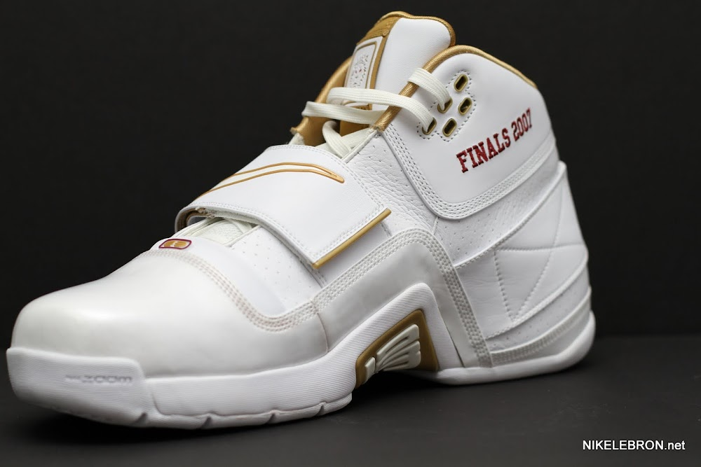 PE Spotlight: Nike Zoom Soldier White & Gold 2007 NBA Finals PE | NIKE LEBRON - LeBron James Shoes