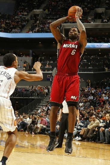 LeBron Drops 44 as Heat Put Away Blazers New LeBron 8 V2 PE