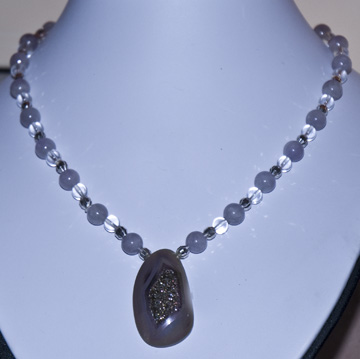 DSC_0029 kunzie lavender beads quartz crystal clear beads silver spacers with druzy quartz pendant by en az.jpg