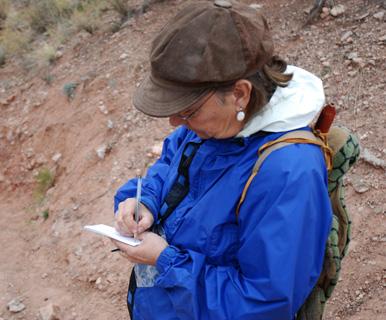 DSC_0008 marchiene rienstra writing down notes in her journal en az.jpg