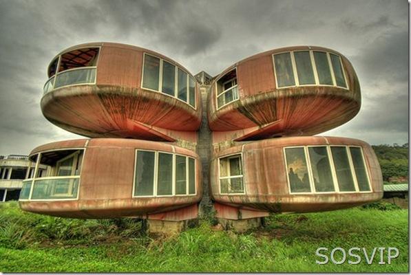 ufo-house (500 x 333)