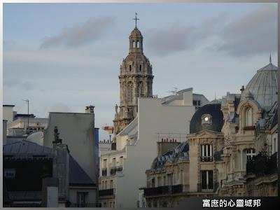 從法國巴黎拉法葉百貨的天橋眺望巴黎