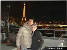 巴黎塞納河遊船(背景為巴黎鐵塔)