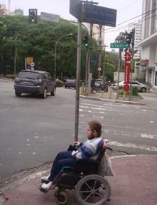 Leonardo Feder na Rua Tomas Carvalhal, bairro do Paraíso
