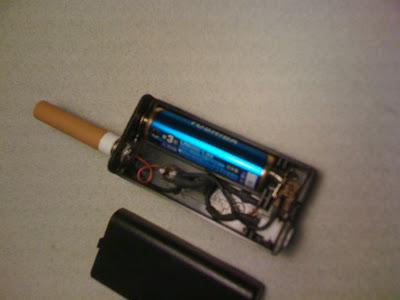 ケースに入っている電池は通常の電池です。リチウムの単三が手元にないので取り寄せ中です。