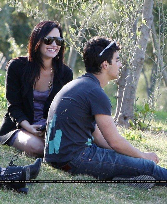 Antiguas Fotos Del Romance , Demi y Joe ( Poco Vistas ) BDLT-jemi-besandose-parque-10
