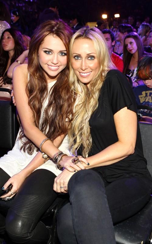 Miley Cyrus: Actriz Favorita de Cine KCA 2010 Miley-cyrus-032710-4
