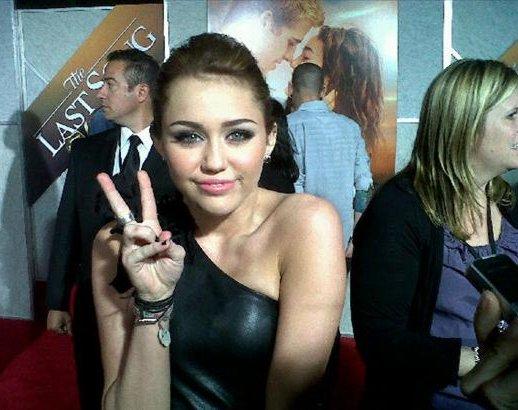 Miley Cyrus: Premier de The Last Song Lastosong-premier-BDLT-2