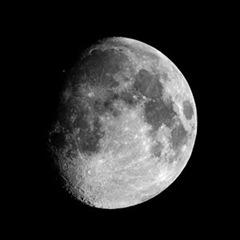Gs_Greyscale_moon_1680x1050