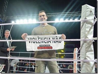 Dou_apoiando_a_campanha_sobre_violencia