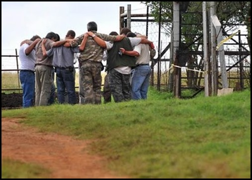 TerreBlanche murder Ventersdorp farm AWB friends praying together April42010 Antoine De Ras The Star