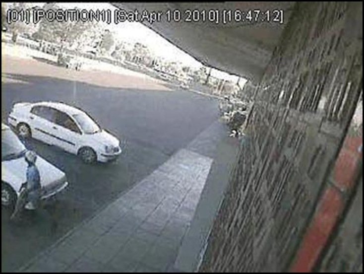 Pienaar murder gunman Kwaggasrand April102010 at victim car left