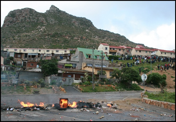 HoutBay Land Invaders block roads Sept212010