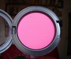 Mac Pro powder blush in rhubarb